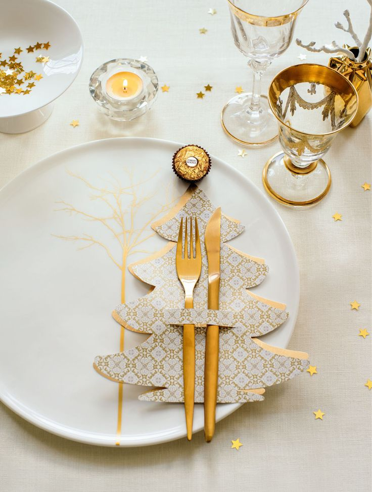 Table decoration: Cutlery Christmassy set in scene