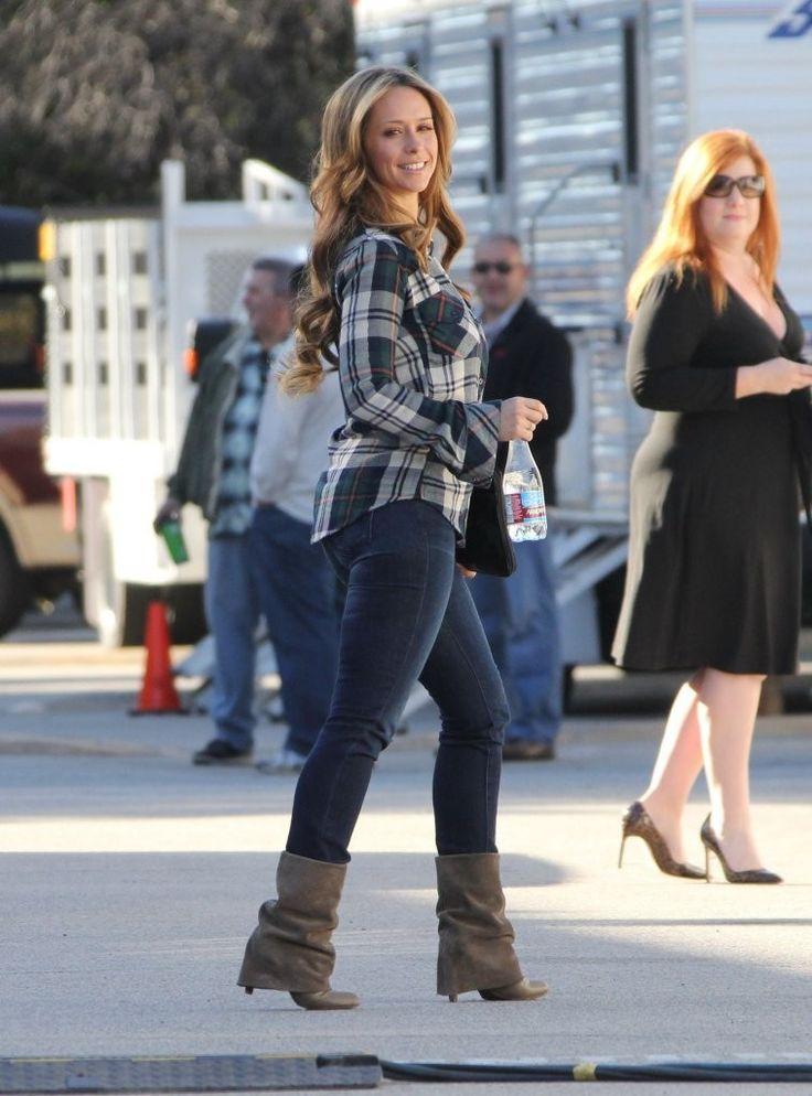 Jennifer Love Hewitt....omg love her shoes!!