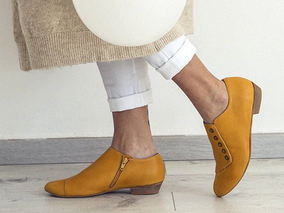 Grace super comfortable flat shoes with a 2 cm heel. Wear during the day or night. Easy to dress up or dress down. Perfect with jeans, dresses and