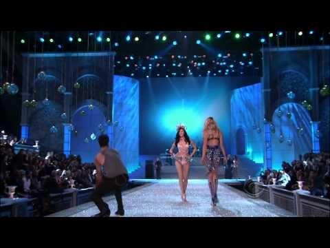 ▶ Maroon 5 ,HD,Moves Like Jagger ,live Victoria's Secret Fashion Show 2011 ,HD 1080p - YouTube