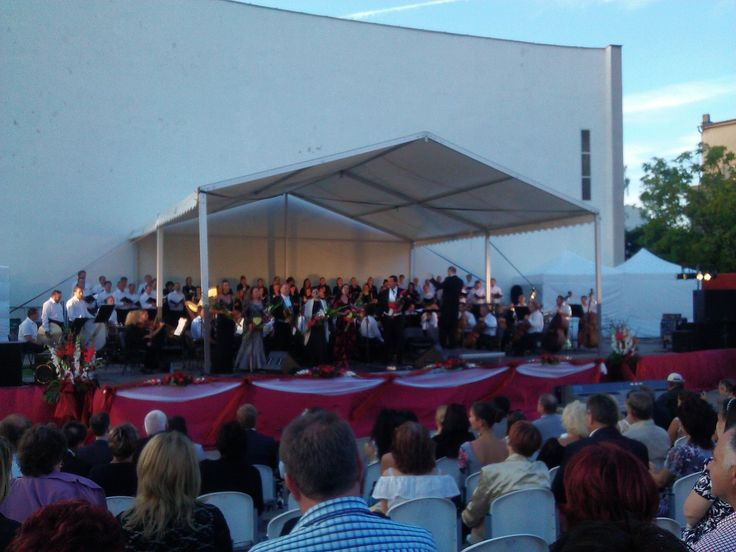 Another benefit concert brought 4,000 euros to help the Balkans