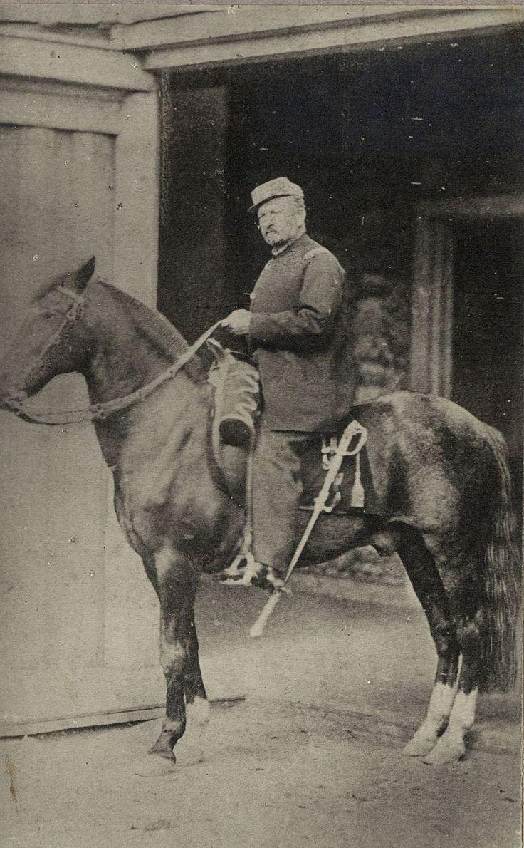 Manuel Baquedano y su caballo de batalla Diamante (ca. 1881).
