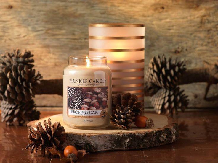 Ebony & Oak  Ek, tall och ebenholts ger en elegant, träig doft med subtila inslag av eukalyptus och patschuli.  Ingår i höstens nya doftserie Harvest Time.  #YankeeCandle #HarvetsTime #Ebony&Oak #Höst2016