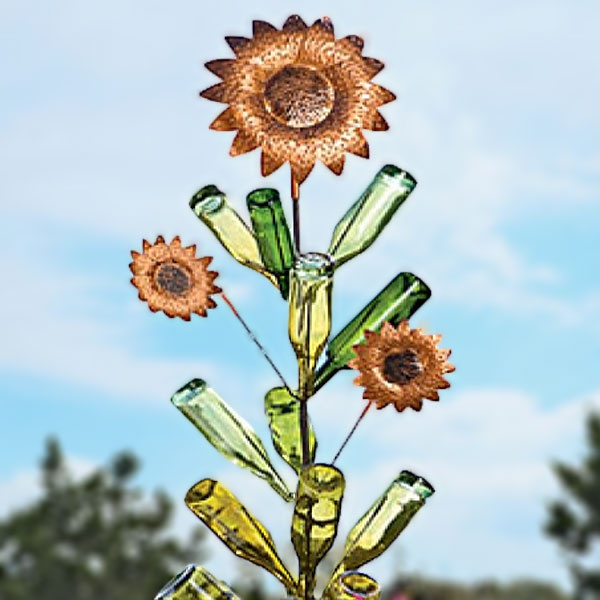 Bottle Tree!: Trees Sunflowers, Gardens Sculpture, Bottle Trees, Garden Sculptures, Empty Bottle, Gardens Art, Wine Bottle, Yards Art, Sunflowers Bottle