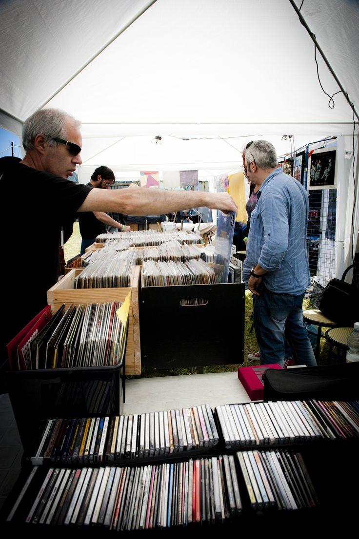 Una Fiera fatta anche di CD e dischi in vinile per appassionati e collezionisti. FIM - Fiera Internazionale della Musica. 25 | 26 Maggio 2013. Ippodromo dei Fiori | Villanova d'Albenga (SV). www.fimfiera.it