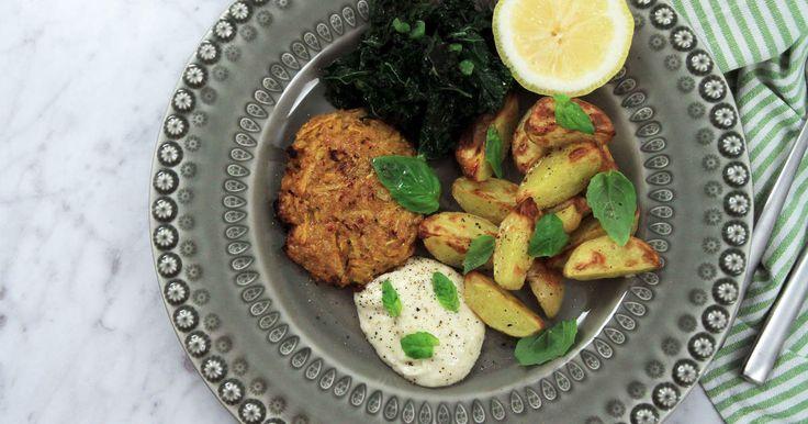 Goda och enkla vegetariska biffar som passar lika bra en veggiemåndag som en lördagskväll. Parmesanaiolin passar till allt!
