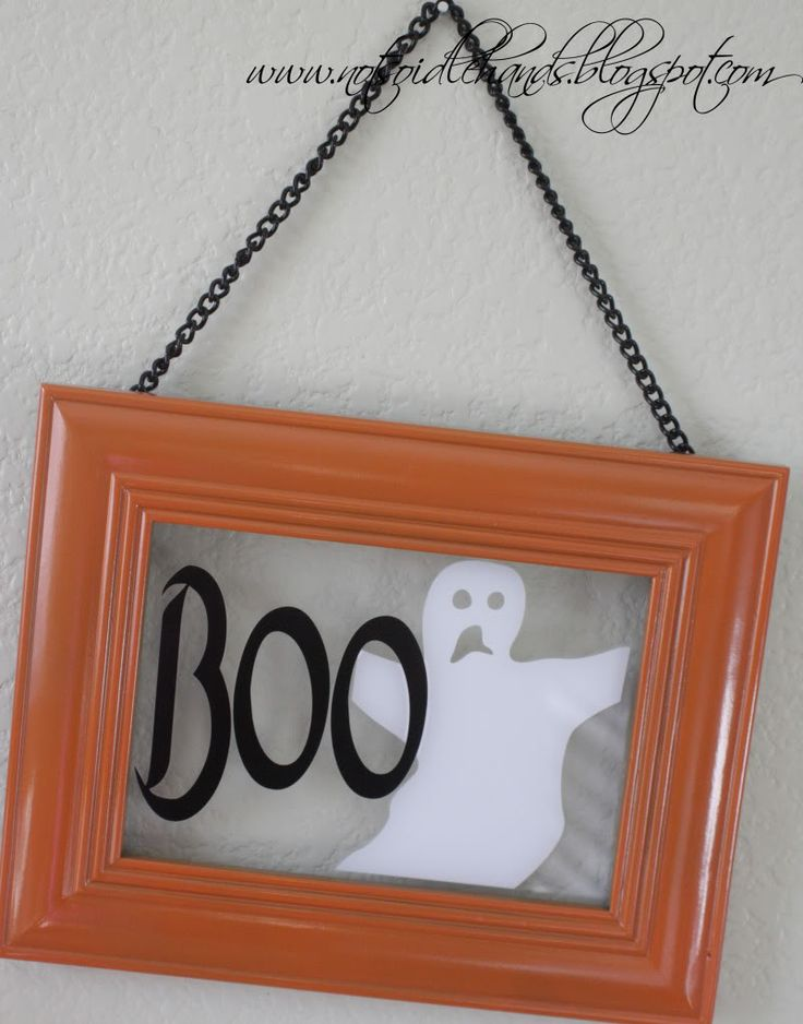 Cool idea to convert existing frames for your holiday decor :)
