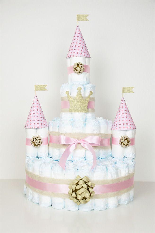 Süße Windeltorte für kleine Prinzessinnen! Diaper Cake - Mit Link zur Anleitung wie man die Grundform einer Windeltorte bastelt https://barfussimnovember.wordpress.com