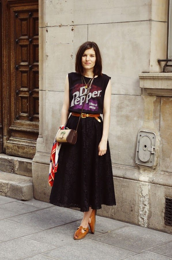 black midi skirt with vintage tee and brown accessories