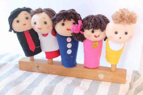 フェルトで作成した「おはなしゆびさん」のゆび人形です。 指人形のサイズは一般的な大人の指のサイズです。お父さん、お母さん、お兄さん、お姉ちゃん、赤ちゃんのゆび...|ハンドメイド、手作り、手仕事品の通販・販売・購入ならCreema。