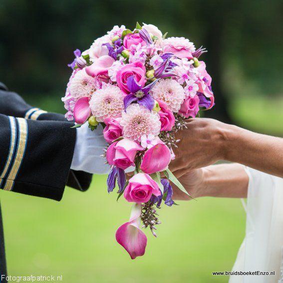 bruidsboeket druppel roze paars Dhalia Calla Clematis rozen