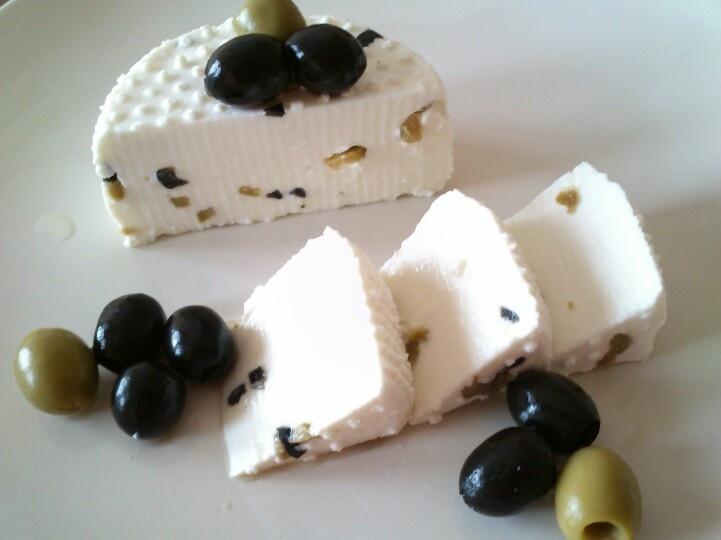 Olajbogyós kecskesajtom. Goatcheese with olive