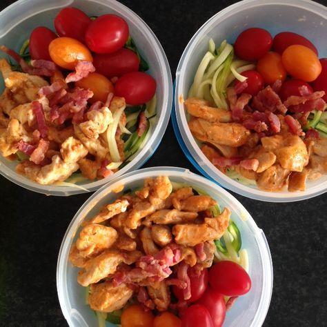 Meal preppen is het voorbereiden van gezonde maaltijden om geen healthy dag over te hoeven slaan. Lees in deze blog de tips van Kirsten over meal preppen.