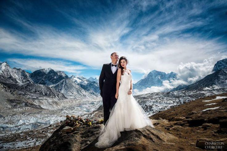 Эта пара поженилась на Эвересте после 3-х недельного похода. Фотографии бесподобны