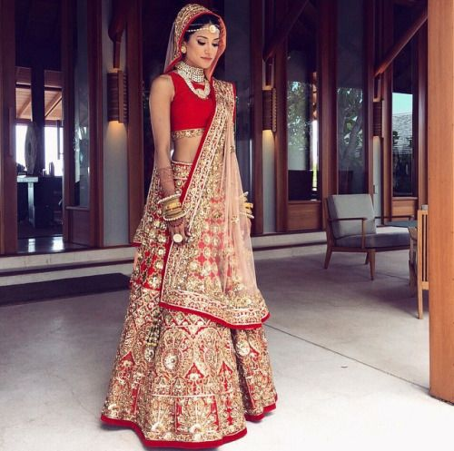 Indian Wedding dress, Red Lehenga, stunning; I love the plain blouse, great for an Indian bridal gown