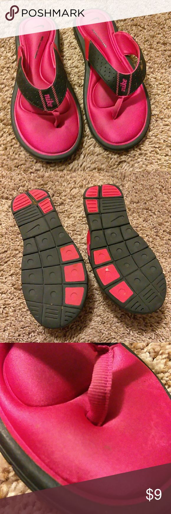 Nike Memory foam super comfy judt need a little wipe down Nike Shoes Sandals