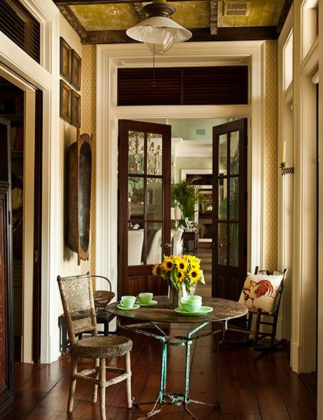 Paula Deen's Sprawling Savannah Mansion Is for Sale.... A quaint breakfast nook off the living room.
