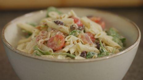 Dagelijkse kost - koude pastasalade met spek en feta