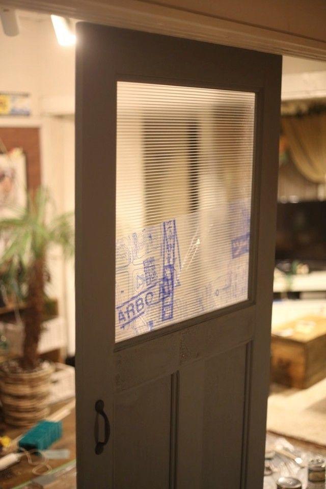 室内ドアをdiy 意外と簡単 おしゃれなアンティーク調ドアの作り方 室内ドア アンティーク ドア ドアリフォーム