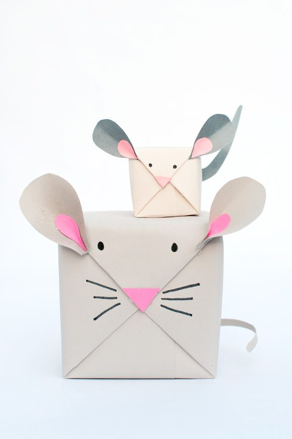 DIY Holiday Mouse Gift Wrap - such a cute idea!