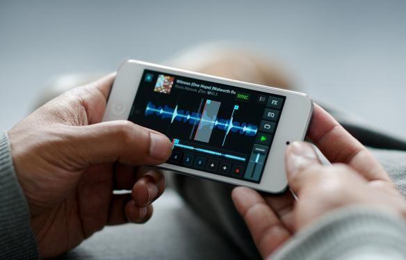 Comenzó la era de los remixes portátiles, Traktor DJ llega al iPhone y iPod Touch con las mismas características que la versión para iPad.