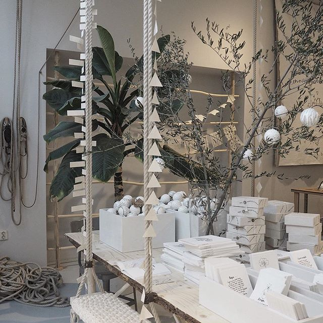 Christmas decor inspo at @sukhaamsterdam #whitechristmas