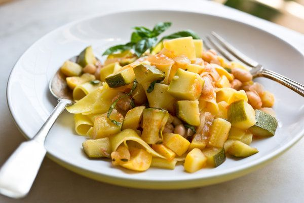 White Bean, Summer Squash and Tomato Ragout — Recipes for Health - NYTimes.com
