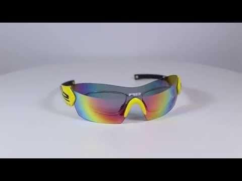 R2 AT069 A napszemüveg (cat. 2, 1). Keretét grilamidból gyártották értékes tulajdonságai miatt. Ez egy magas minőségű nylon műszálas anyag, amely rendkívül magas hajlítószilárdsággal rendelkezik. Könnyű, erős és formatartó, ezen kívül rendkívül ütésálló. Sport napszemüvegeknél alkalmazzák, éppen az ütésálló, rugalmas és tartós tulajdonsága miatt. Emberi testtel érintkezve antiallergén tulajdonságú. KATTINTS IDE!