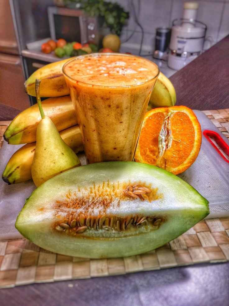 #12 Ingredients (5) Click on Smoothie Image to see Full Nutri-Table Click on Smoothie Image to see Full Nutri-Table Bananas raw 100 gr,  Goji berries dried 25 gr, Melons cantaloupe, raw 100 gr, Oranges raw, all commercial varieties 100 gr, Pears raw 100 gr,