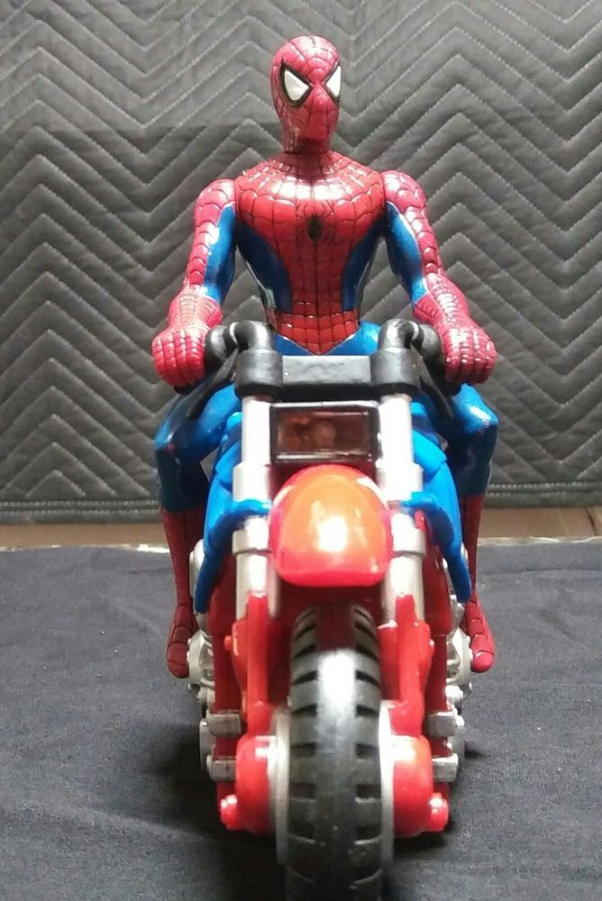 2005 spiderman marvel action figure & motorcycle Toy Biz 2005