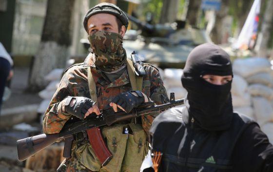 La detención de ocho observadores internacionales agrava la crisis