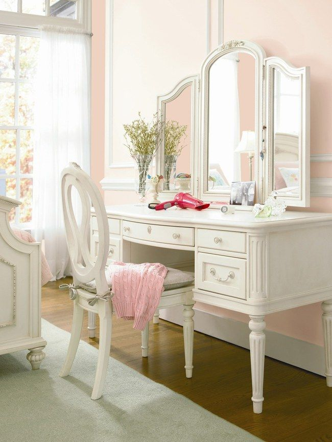 Jolie coiffeuse - Chambre - Rose et Blanc - Chic With A Twist