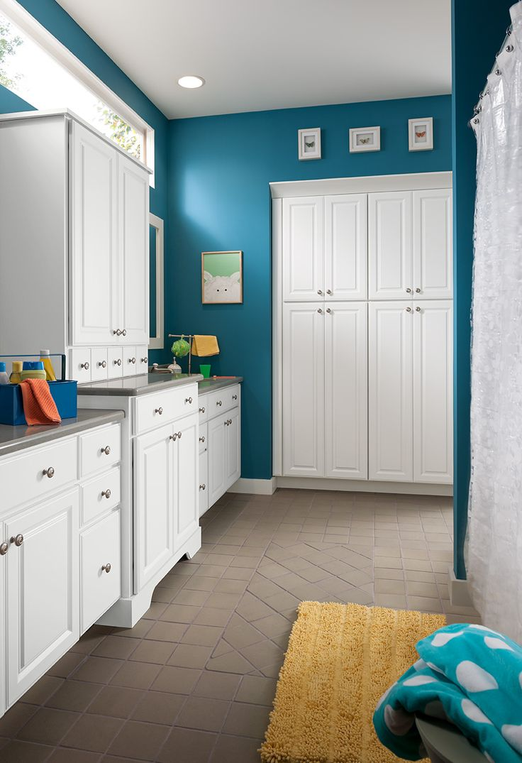 Shenandoah Bathroom Cabinetry, White Thermo Foil, Grove door style