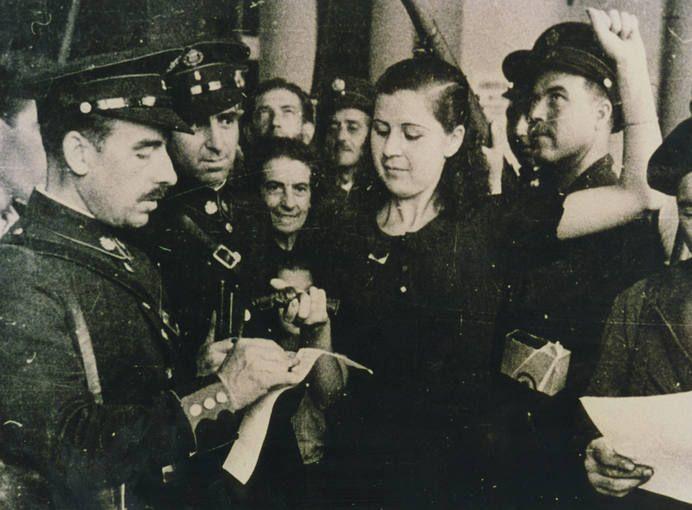 Reparto de armas al pueblo civil de Madrid durante la guerra