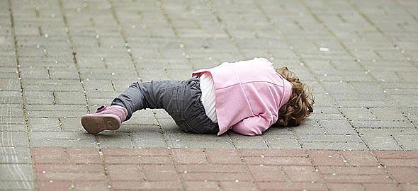 Ποιος είναι ο σωστός τρόπος να αντιδράτε όταν το παιδί κλαίει, ουρλιάζει και γίνεται ατίθασο σε δημόσιους χώρους;
