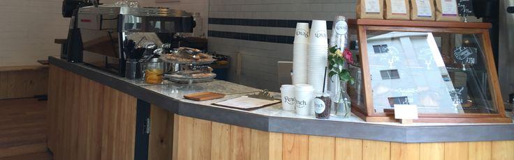 """Perch by Woodberry Coffee Roastersは2016年7月にオープンした私達の第3号店となるコーヒースタンドです。 最高のコーヒーと毎朝届く焼きたてのパン、明るくフレンドリーな接客で毎朝みなさんをお迎えします。 Perch (パーチ)は英語で「止まり木、止まり木に止まって羽休めをする」という意味の言葉です。 コーヒースタンドは特別なものであるのではなく、一日の中でふっと羽を休めるように、""""毎日通いたくなるコーヒースタンド""""をつくりたい、という想いから生まれたのが、Perchです。 お店の場所は代官山・恵比寿・中目黒のちょうど真ん中に位置する鎗ヶ崎交差点。 ちょっとここで羽休めをしてから、コーヒー片手に散歩なんていかがでしょうか。    instagram photos...  TAP"""
