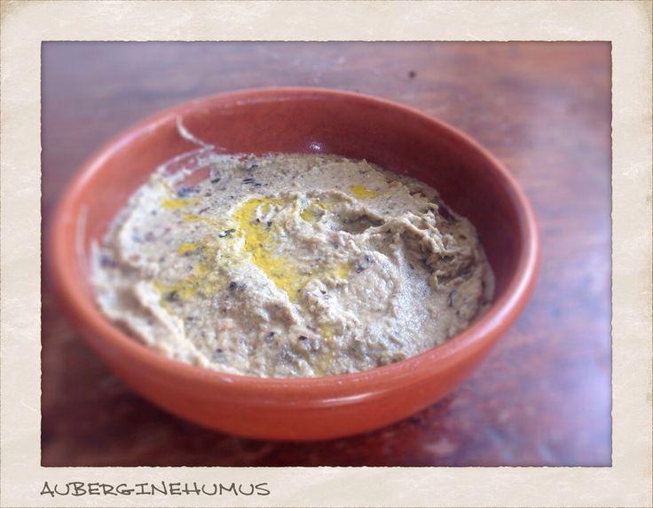 Endnu en ret, som er LCHF venlig! Den smager virkeligt godt, citronen gør den frisk og den bagte aubergine med olien gør dippen dejligt blød - og så er der lidt knas fra mandlerne. Server den med s...