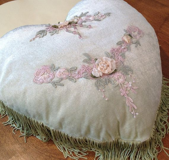 17 Best images about Shabby Victorian Pillows,Bed, Bath, Vanity Decor on Pinterest Antiques ...