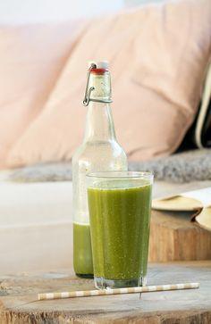 Start dagen med en skøn c-vitamin rig juice med kiwi og pære, samt andre gode ting - få opskriften og inspirationen til juicen her
