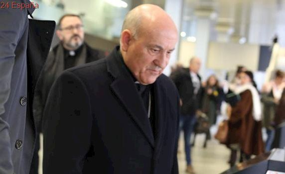 El arzobispo de Zaragoza se libra de ser juzgado por espionaje laboral