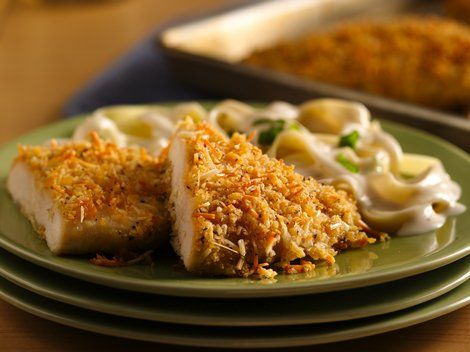 Crispy Garlic-Parmesan Chicken - Enjoy this cheesy chicken dinner in 30 minutes baked using Progresso™ Recipe Starters™ basil cooking sauce and Progresso® bread crumbs.