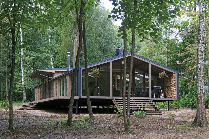 Dům stoj na březích jezera Pirogovo, asi třicet kilometrů od Moskvy.