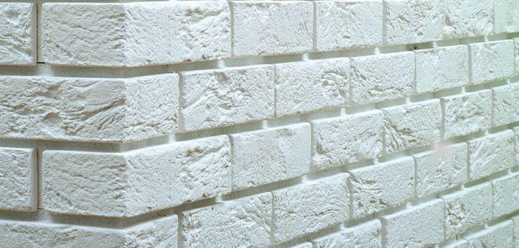 <p>Chcesz mieć dekoracyjną ścianę z cegły w swoim mieszkaniu