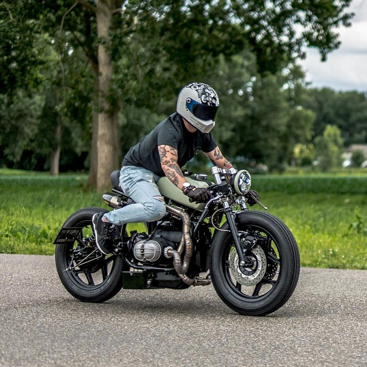 """@arjanvandenboom's BMW R80 """"The Mutant"""" in action. . Photo by @paul_vanml. . . #croig #caferacersofinstagram #caferacer"""