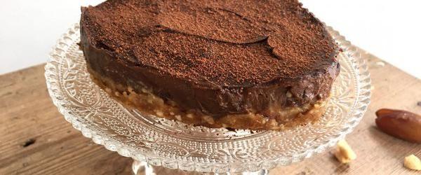 Avocado chocolademousse taart met koekjesdeeg bodem - Eerlijker Eten