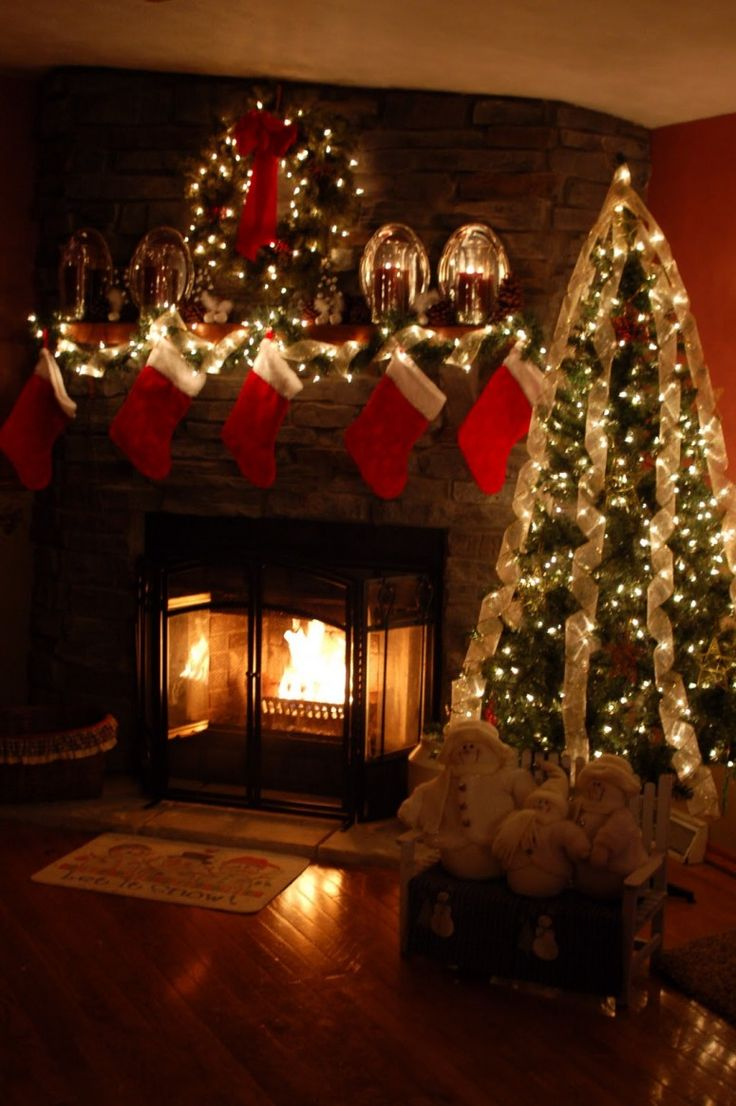 Welcome Santa: Lovely Christmas Decorating Ideas For Fireplace Mantels