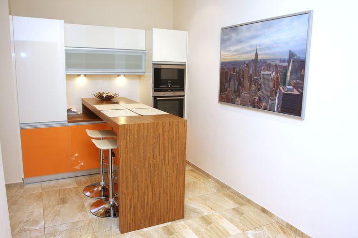 Jadalnia  z miejscem dla 4 osob  http://www.apartamenty-krakow.com/nocleg/apartament-kremowy/