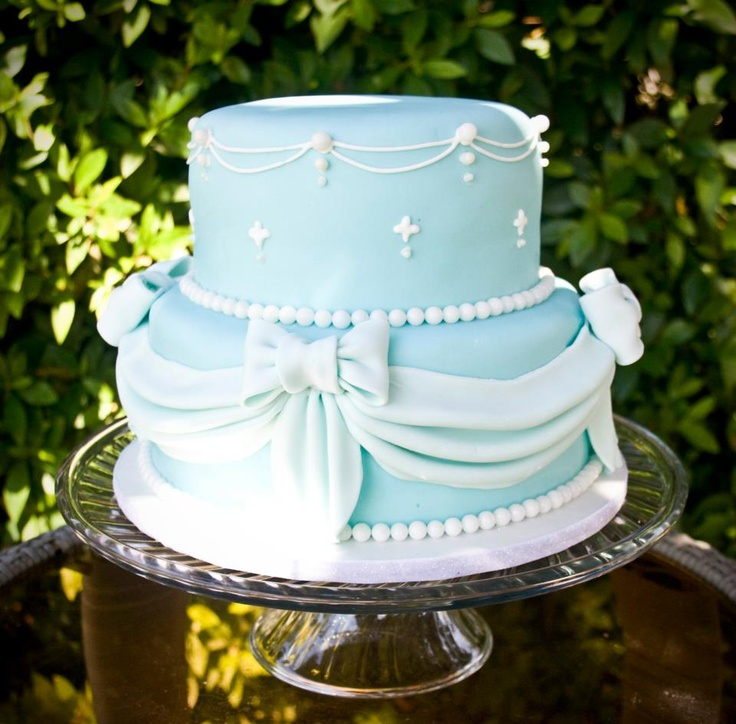Love the sash/bow on this with the blue! With glass slippers on top. (Only need the bottom layer) mayb pink for the bows & white on the sash part?