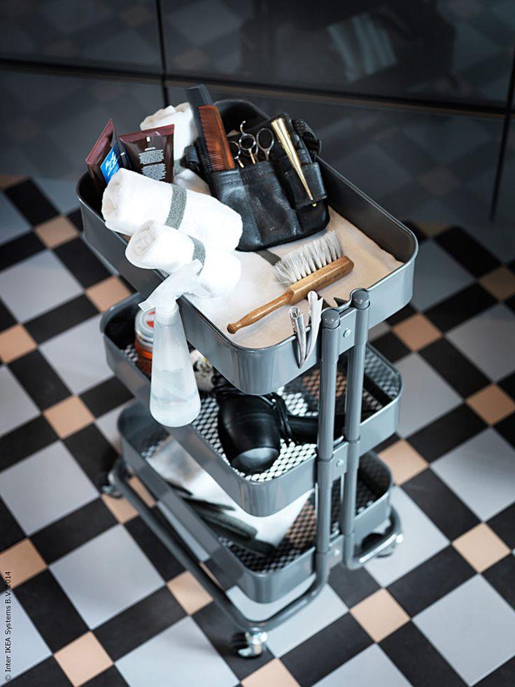 Det nya året uppmuntrar till förändring. Vi inspireras av den klassiska barbershopen och ger badrummet en uppdatering med hjälp av smart och snygg förvaring.