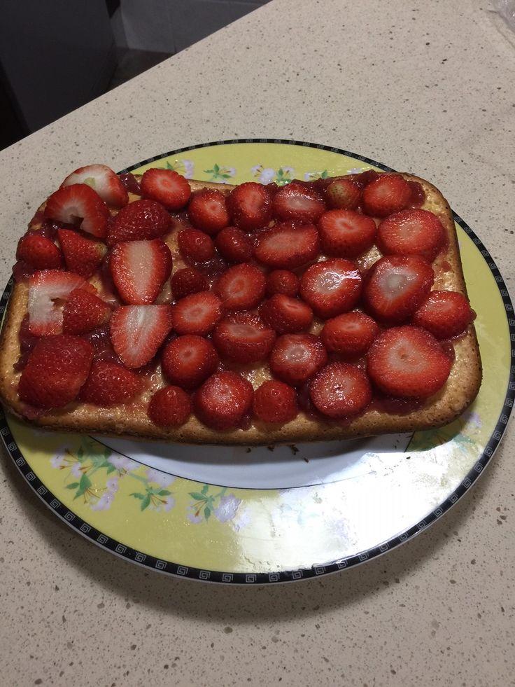 Tarta de fresa rápida y sencilla https://mycook.es/receta/tarta-de-fresa-rapida-y-sencilla